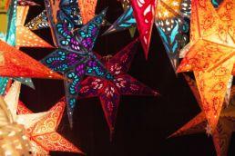 Sternelampen in Weihnachtsmarkt