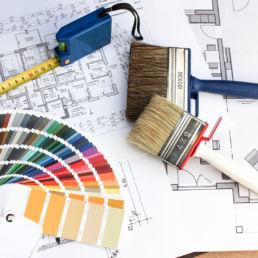 Redesign Farbkarte, Pinsel, Maßband und Pläne
