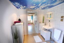 Badezimmer aufbereitet Home Staging weiß