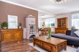 Wohnbereich mit Kaminofen Home Staging