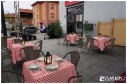Fotomontage Außenbereich gedeckte Tische italienisch