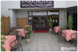 Fotomontage Außenbereich Restaurant Tische